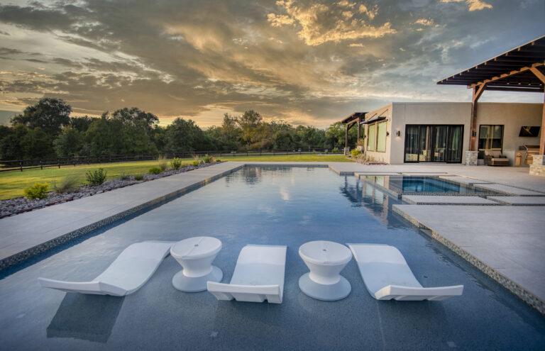Pool with shallow sunbathing area