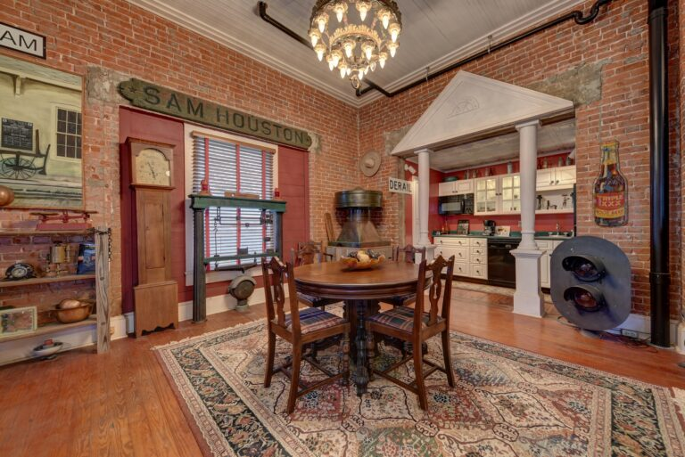 306 South Market Street Dining Room with Kitchen View