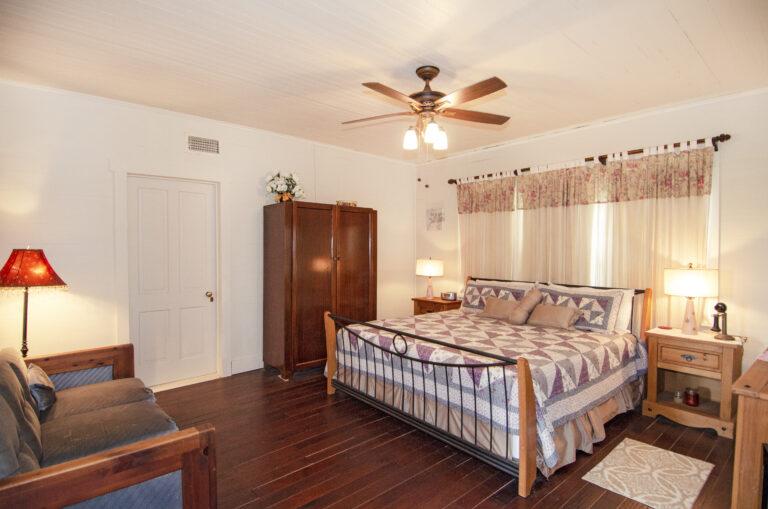 GUEST HOUSE FRONT BIG BEDROOM