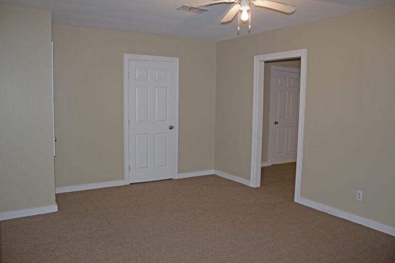 903 East Alamo Street Interior of Property