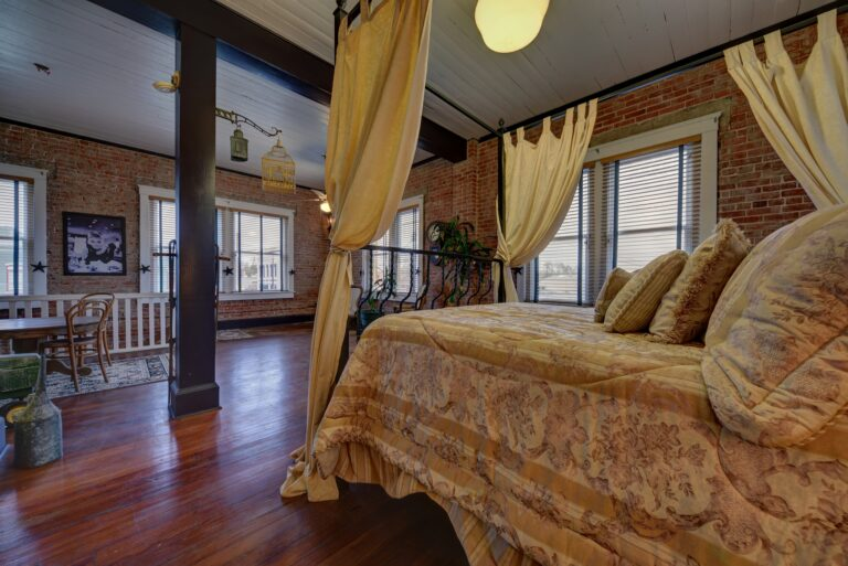 306 South Market Street Bed Canopy & Upstairs